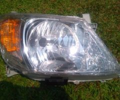 TOYOTA HILUX VIGO HEAD LIGHTS