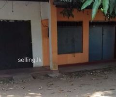 two shop space and house  sale in lihiniyagama  town.
