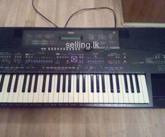 Yamaha PSR 1700 keyboard