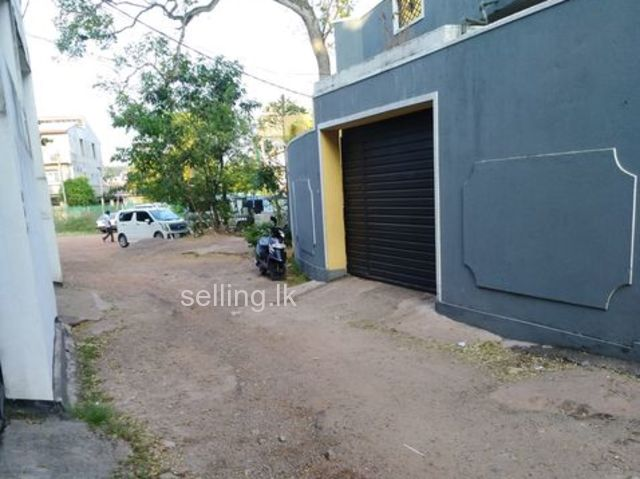 A land in Colombo 06 is for urgent sale