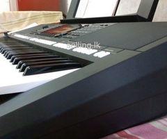Yamaha psr-s775 keyboard