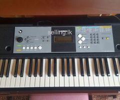 YAMAHA PSR E 233 piano electric organ