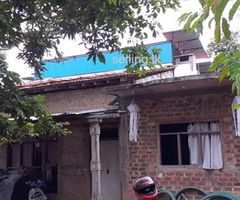 Bulding with three shops and house for sale in Divlapitiya