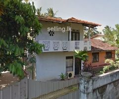 House for sale next to Kandy Road Miriswatta