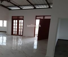 New Upper floor tiled house for rent hokandara