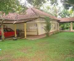 Land and house for sale at Gonapinuwala