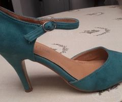 Beautiful Sea Green Pumps