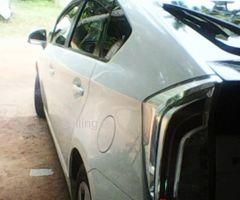 Toyota Prius s touring 2012