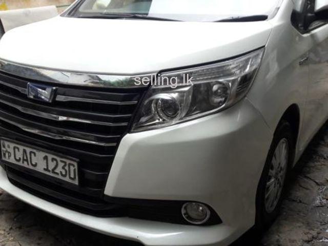 Toyota NOAH 2014