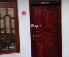 Rathmalana 4 th lane house for rent bath 1 room 1 living area kitchen advance 6 month