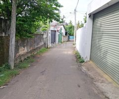 Land with old house in Dehiwala