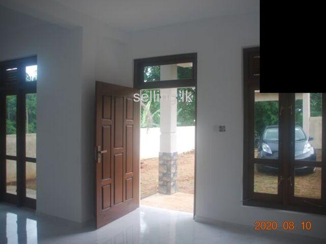 Newly built 4 bedroom house at Peradeniya