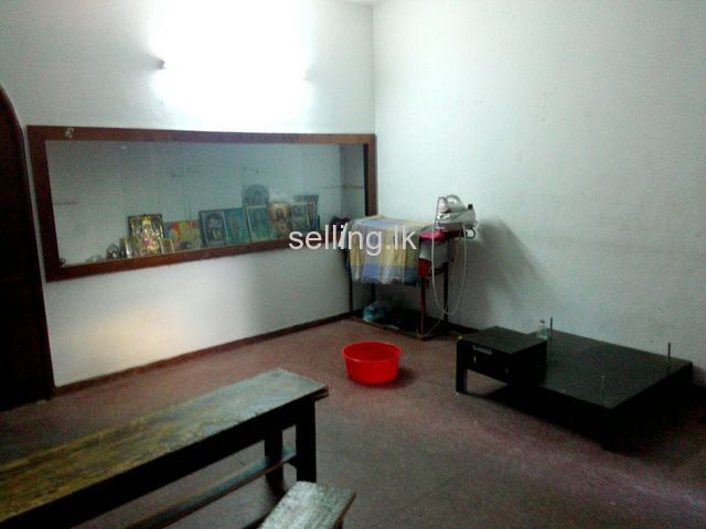 Land for sale with a house in Rajagiriya