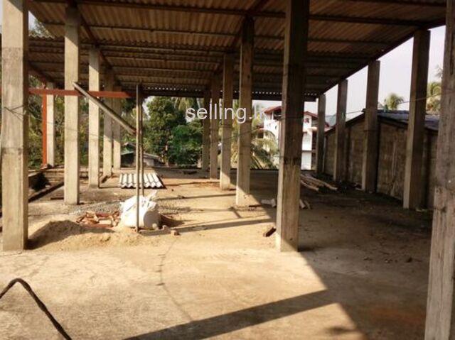 Building for rent in padukka