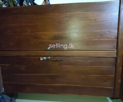 There are several used furniture for sale. (Duration of use is 4 years)