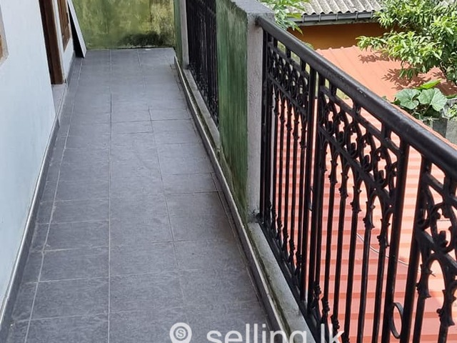 Upstair 2 bedrooms house for rent in Wattala