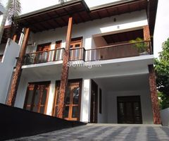 Luxury Upstair House for sale in Pannipitiya
