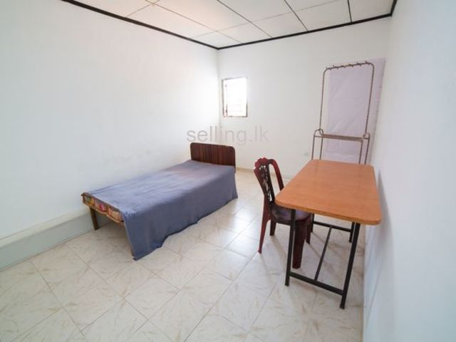 Room for rent in Malabe ( near  SAITM , SITT , CINCE )